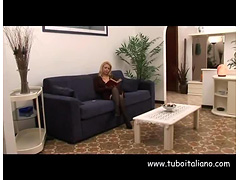 Italian Wife Milf fucked by Carrier Scopata dal Postino