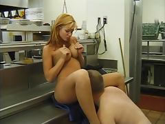 Sexy babe gets her Gorgeous wet cunt licked before she blows a huge pole indoors
