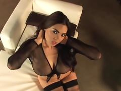 Luscious Tera Patrick shows her tits in hot solo video