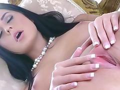 Mia Manarote is posing and masturbating
