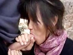 une asiatique qui aime sucer