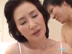 Mature Asian Woman Licked And Fingered By Young Guy On The Bed porn video