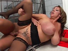 Mature babe Kandi Kox is fucking in her tight anal