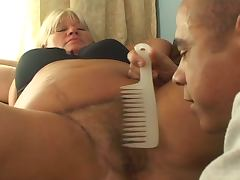 Bbw gets her hairy pussy combed