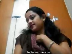 Mumbai Sexy Callgirl Nude on Webcam Teasing the Client Scandal