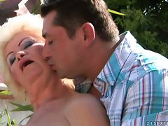 big titty old woman gives titjob
