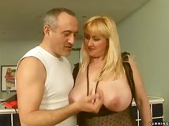 mature woman gets her pussy toyed with