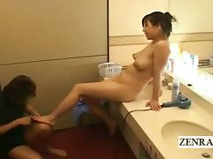Subtitle CMNF voluptuous Japanese belly button cleaning