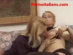 Lesbiche italiane mature annoiate fanno sesso lesbo leccate di figa lesbian italian