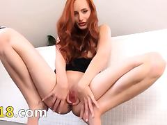 Redhead gapping her huge hole hole