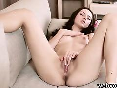 Lea spends her time fingering her pussy