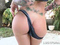 Big titted pin-up hottie flashing her hot round ass