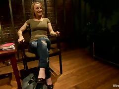 Jessie Cox cums a few times in BDSM clip with dominant blonde Lorelei Lee