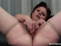 Close-up with mature hairy snatch masturbates with toys porn video