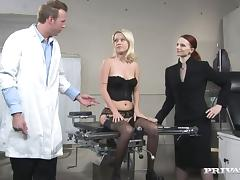 Gynecologist is fucking his sexy blond patient