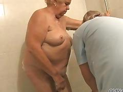 Nasty old lady gets her cunt and ass porn video