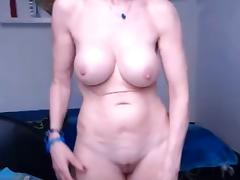 Granny shoing her sur per sexy body at bottom the webcam