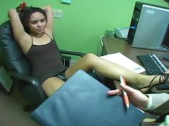 Infinitesimal Jaslin Diaz gives a footjob approximately an office
