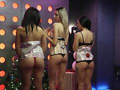 check out these asses @ morning show season 1, ep. 417