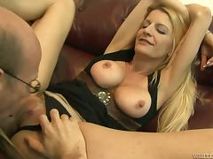 A  skinny milf Robbye Betnley gets fucked and cummed