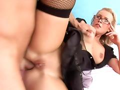 Sizzling MILF in glasses gets banged in her hot ass