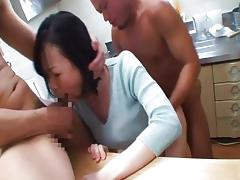 Housewife is screaming in hard sex porn video