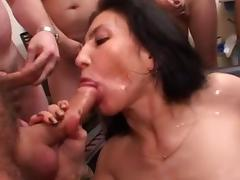 Hot lady gets an amateur gangbang and bukkake
