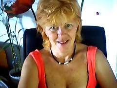 mature masturbates on webcam