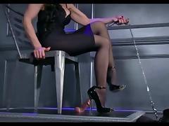 Bella Ama dando un ShoeJob