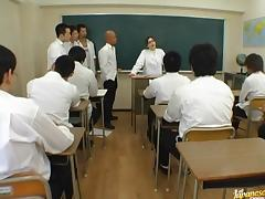 Yuki Tsukamoto´s In The Middle Of A Teacher Gangbang