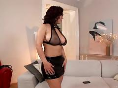 Curvaceous goddess Laura Ivans gets her clam pleased well