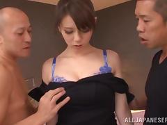 Japanese bitch gets her cunt fucked and filled with cum in MMF clip