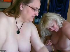 Two mature BBWs favour a guy with a blowjob in hardcore FFM clip
