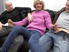 Oma hat maechtig Spass beim Dreier
